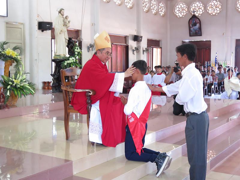 Hình ảnh Đức Giám Mục Giáo phận thăm viếng và ban phép thêm sức tại giáo xứ Đất Sét - Giáo hạt Diên Khánh