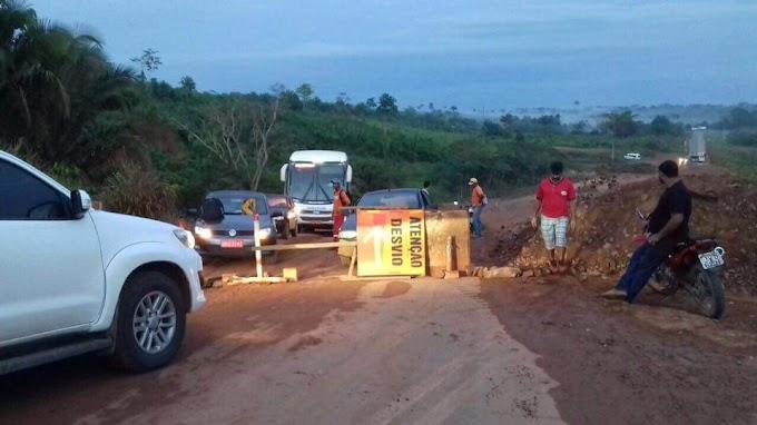 Protestantes fecharam a BR230 em Brasil Novo nesta quarta-feira.