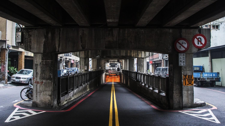 東門陸橋機車地下道