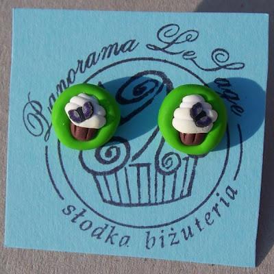 słodka biżuteria Panorama LeSage babeczki cup cake masa polimerowa polymer clay modelina biżuteria słodycze cukiernia jagody jagodowe truskawki posypka wisiorki kolczyki biżuteria z modeliny fimo