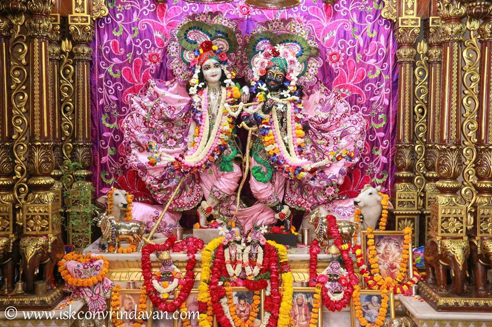 ISKCON Vrindavan Sringar Deity Darshan 08 April 2016 (18)