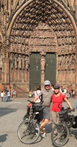 Christoph & Miri im April 2011 vor dem Strasbourger Münster, Frankreich