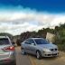 Caminhão carregado de grãos tomba na PE-320 em Serra Talhada
