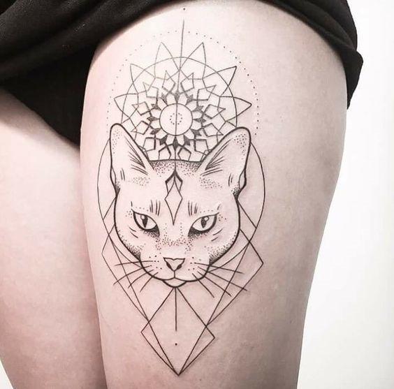 dotwork_flor_no_gato_coxa_tatuagem