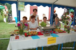 Koło Gospodyń działające przy Stowarzyszeniu Na Recz Rozwoju Wsi Bucze wystawiło w konkursie kulinarnym dwa stoliki. Koło zdobyło I i III miejsce w tym konkursie.