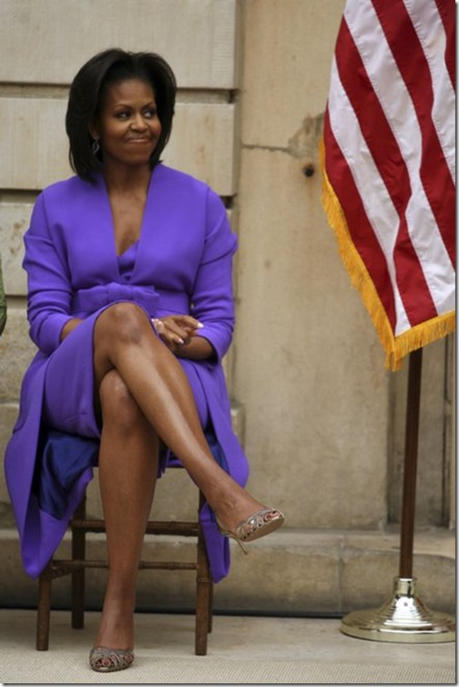 Michelle_Obama_crossed legs