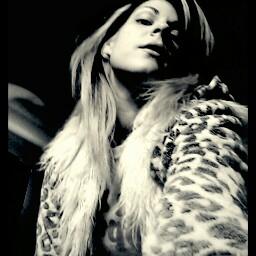 Victoria Deville Photo 4