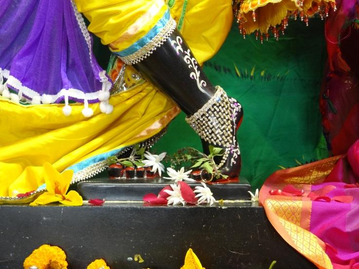ISKCON Nigdi Deity Darshan 08 April 2016 (32)