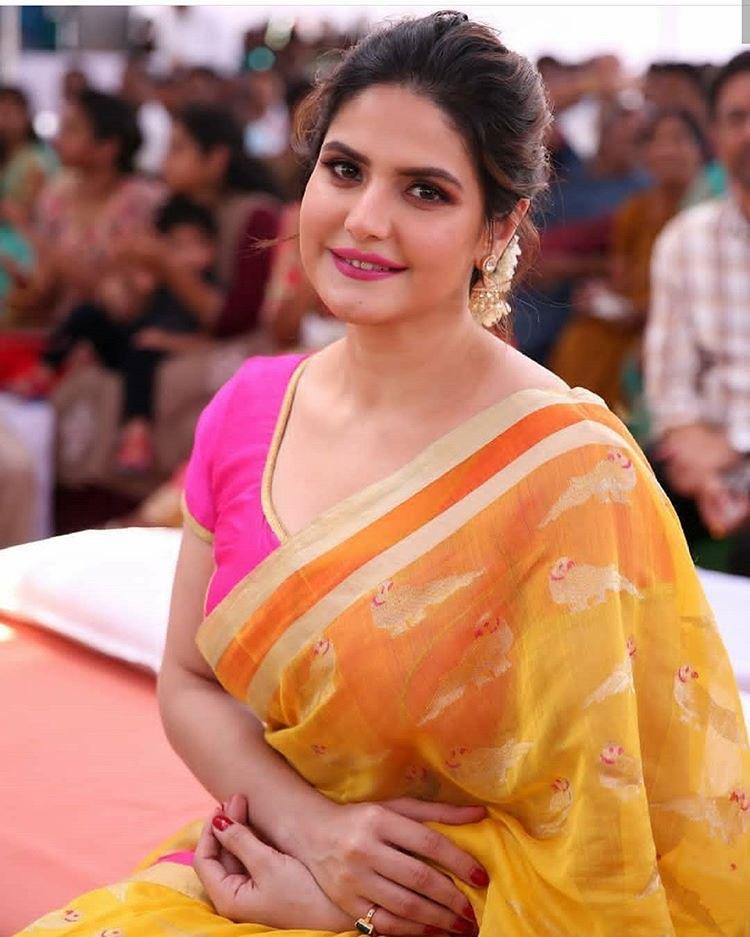 Zareen Khan in Traditional cotton Saree Navel Queens