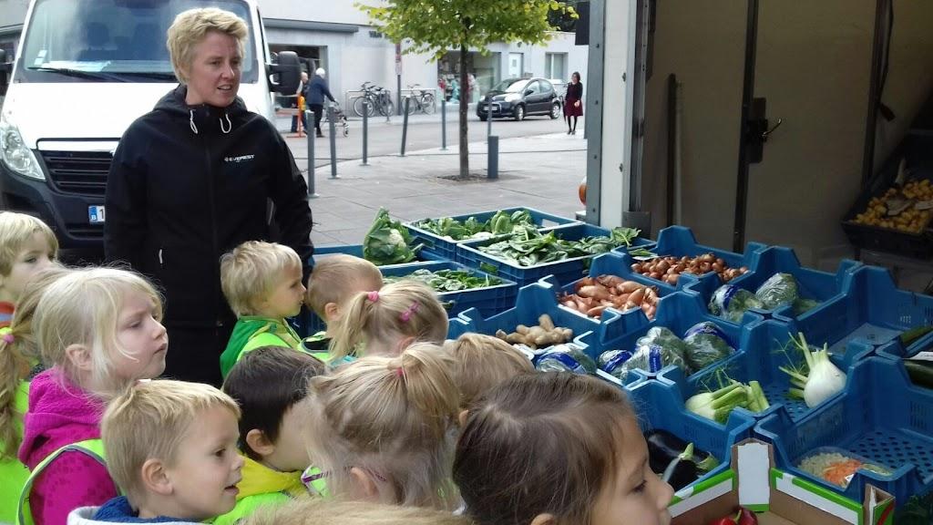 De Kleuters maken zelf een fruit- en groentewinkel. - 18.jpg