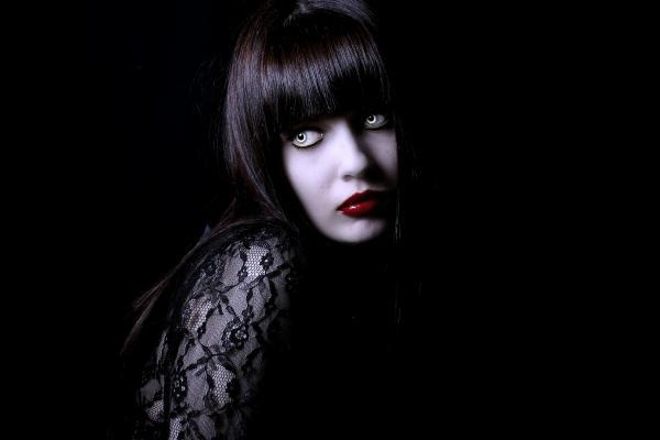 Vampire Alisa Blood, Vampire Girls 1