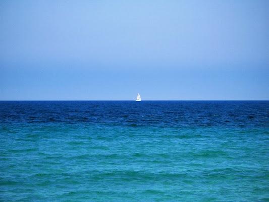 It's blue,white and alone di Raoulzd