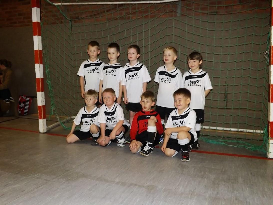 Bilder A.&J. M. für gemeinde-tantow.de (zum Öffnen der Galerie auf das Bild klicken) Casekow spielte mit: Ben, Luca, Joe, Calli, Keytan, Adrian, Emil, Justin, Paul