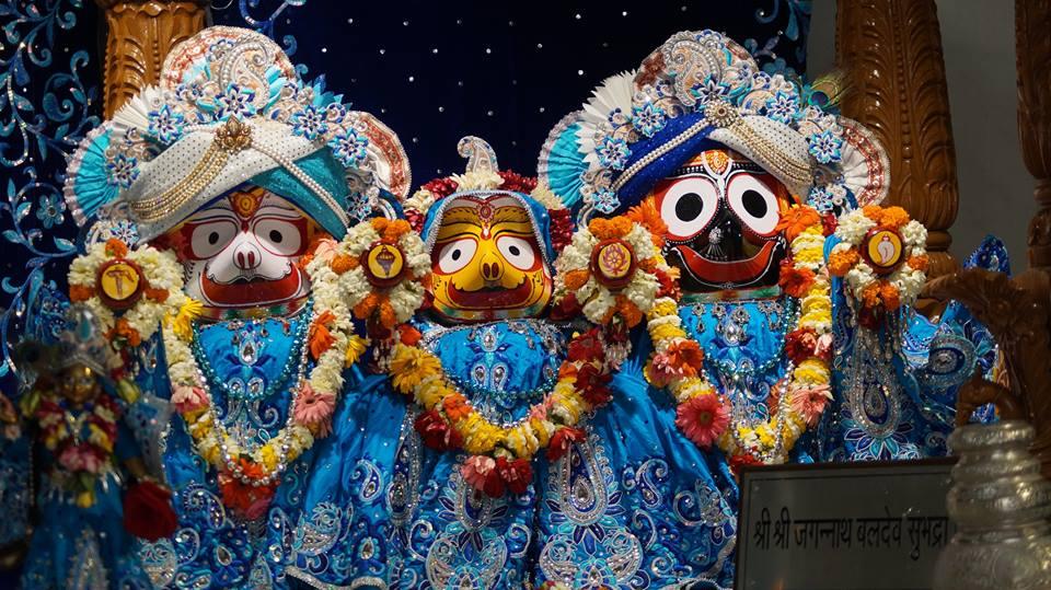 ISKCON Noida Deity Darshan 2 April 2016  (5)
