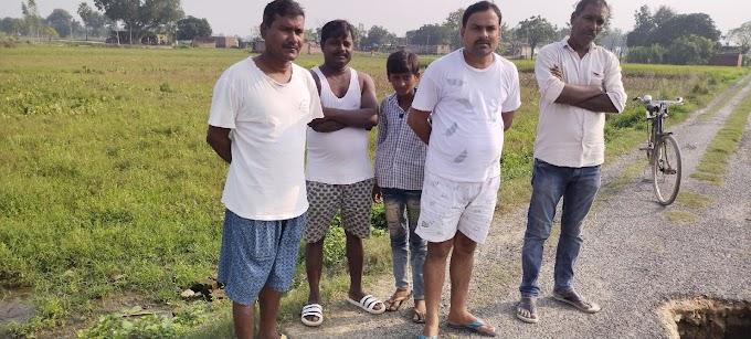गगहा गोरखपुर ।संपर्क मार्ग जर्जर होने से ग्रामीणों में आक्रोश