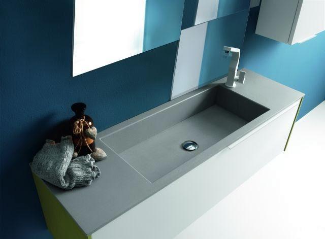 mobile da bagno Linea grigio chiaro particolare lavabo vasca grande integrata tipo pietra.jpg