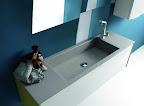 mobile da arredo bagno Linea grigio chiaro particolare lavabo vasca grande integrata tipo pietra