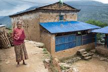 Lidé v oblasti Gorka poblíž epicentra zemětřesení. (Foto: Jana Ašenbrennerová pro ČvT)
