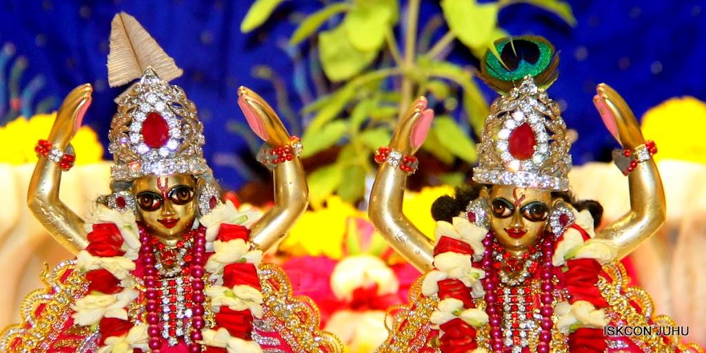 ISKCON Juhu Sringar Deity Darshan on 27th April 2016 (46)