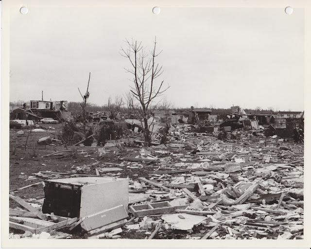 1976 Tornado photos collection - 34.tif