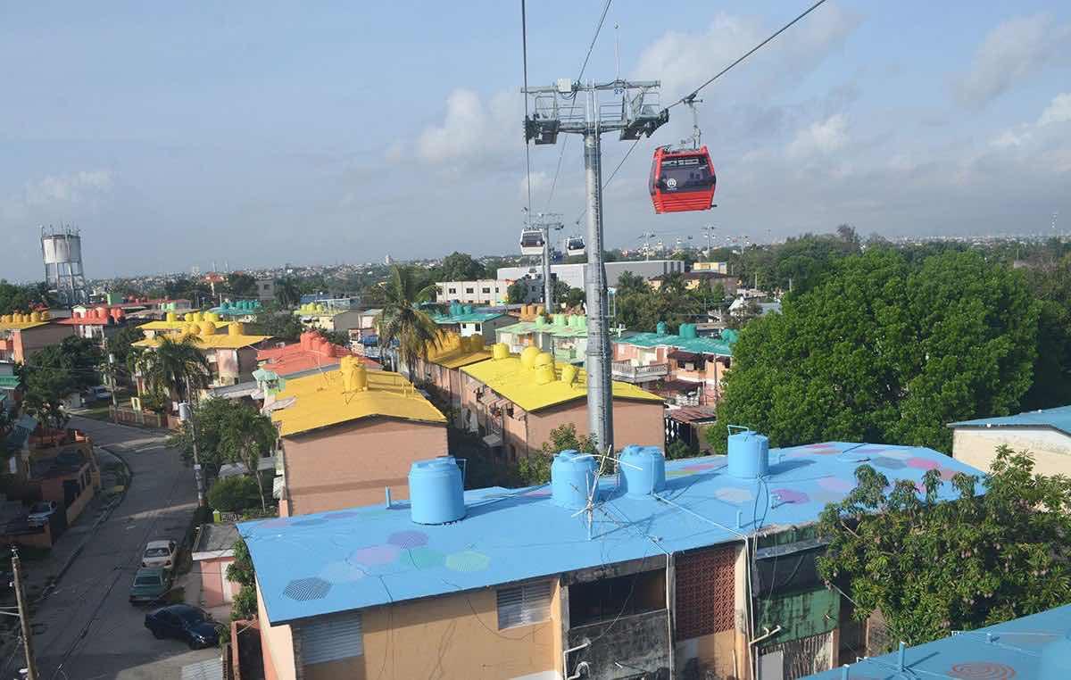 Los techos bajo el Teleférico de Santo Domingo ahora con valor publicitario