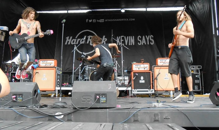 ACIDIC LIVE ON WARPED TOUR PIC 1