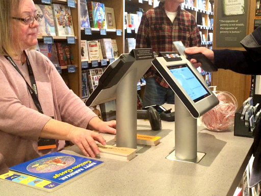 I visited Amazon's first retail store, and here's what I hated about it