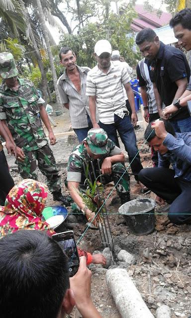 Dandim Aceh Utara Melakukan Peletakan Batu Pertama Pembangunan Rumah Anak Lumpuh Layu .