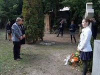 46 Pásztor Csaba és Sallaz Teréz Rázga Pál sírjánál.JPG