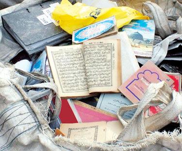 Inilah sebahagian naskhah al-Quran yang dibuang di Kawasan Perindustrian Ringan Jerantut, Pahang semalam.