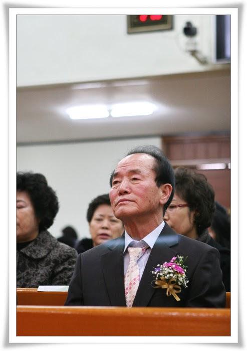 2012. 12. 16. 항존직 은퇴_김무용안수집사 (2).jpg
