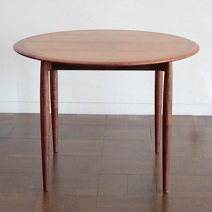 ユニバースラウンドテーブル:正面
