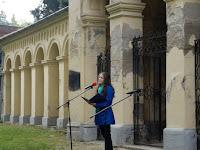 30 Szőcs Réka, a Dunai utcai Alapiskola tanulója énekel.JPG
