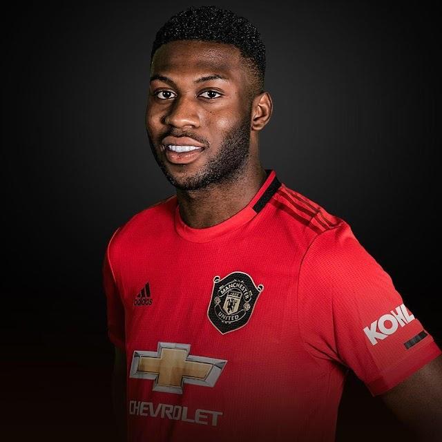 Manchester Utd trigger extra-year option on Timothy Fosu-Mensah's contract (MEN)
