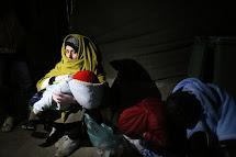 Afghánka Wahída se svými spícími dětmi spícími dětmi Saralou, Narses a Saídem Abbásem. (Foto: Petr Štefan, ČvT)