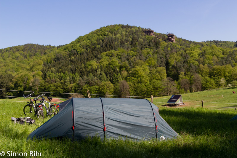 Camping at Bärenbrunner Hof with the rocks behind us