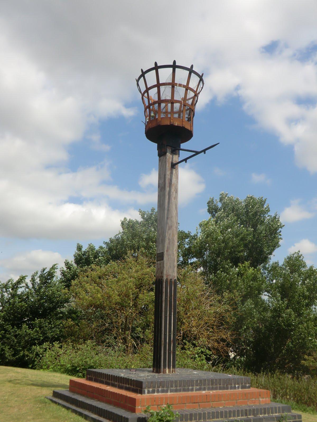 CIMG8905 Beacon on Castle Hills, Huntingdon