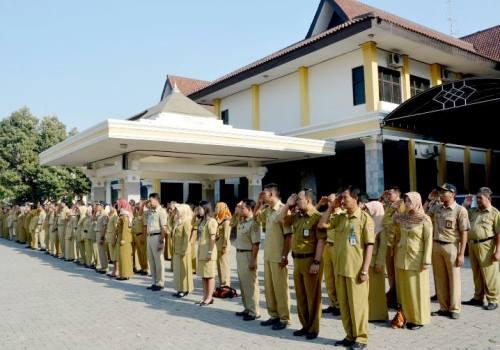 Kabupaten Ngawi: PNS Wajib Ikuti Upacara Bendera Tiap Hari Senin