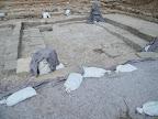 בית הכנסת - מבט ממזרח. מתחת לשמיכות - הפסיפס