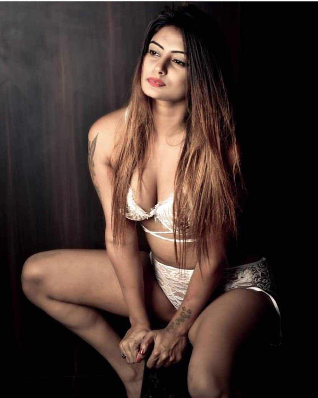 Twinkle kapoor hot latest bikini photos - Bollywood Hollywood South Indian Actress Gallery Navel Queens