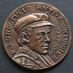 Voorkant bronzen herdenkingspenning. Diameter 8,5 cm. Oplage 5.