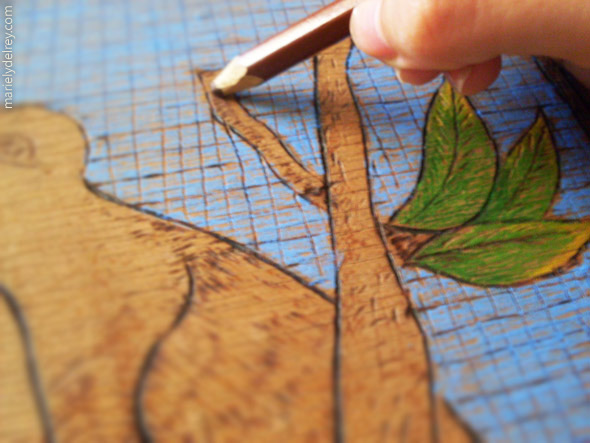 Pintura em quadro de madeira com lápis aquarelável