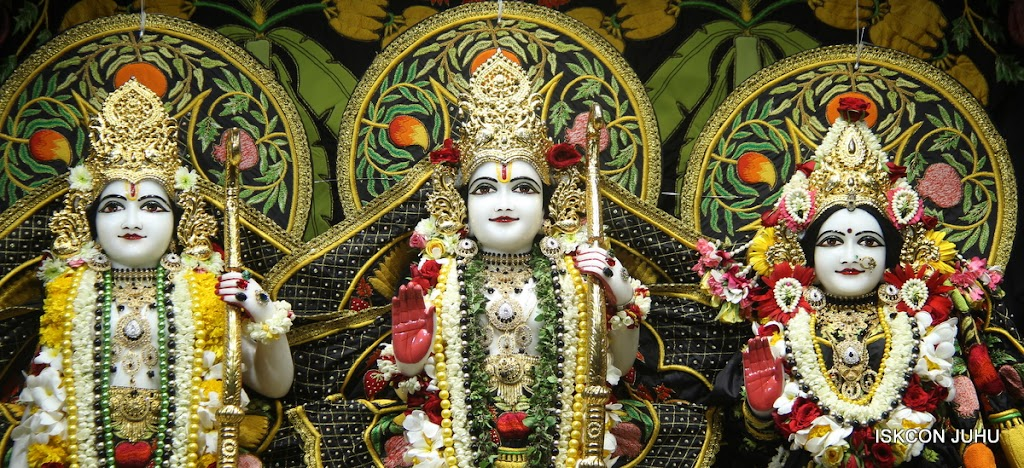 ISKCON Juhu Sringar Deity Darshan on 4th June 2016 (26)