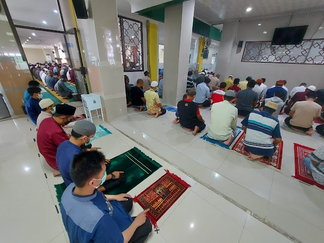 Masjid Al Jihad Banjarmasin Lepaskan Pembatas Jarak Sholat