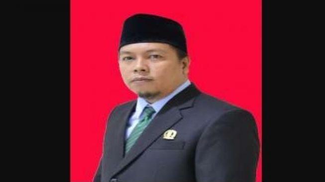 Deden Rahmat, Wakil Ketua DPRD Karawang Meninggal Positif COVID-19
