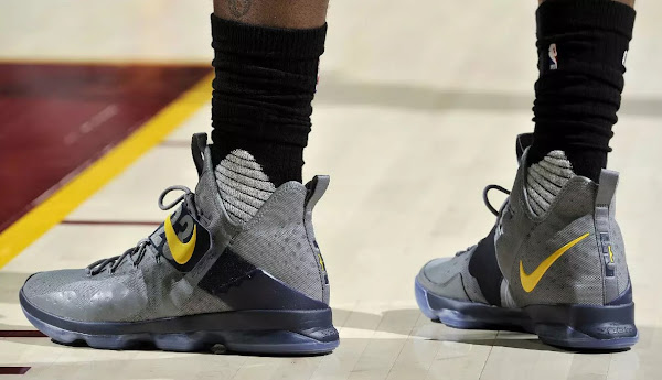 King James Goes Vintage Batman on the Wolves in LeBron 14 PEs