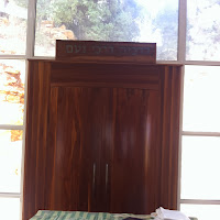 ארון הקודש המורכב. The assemled Torah ark.