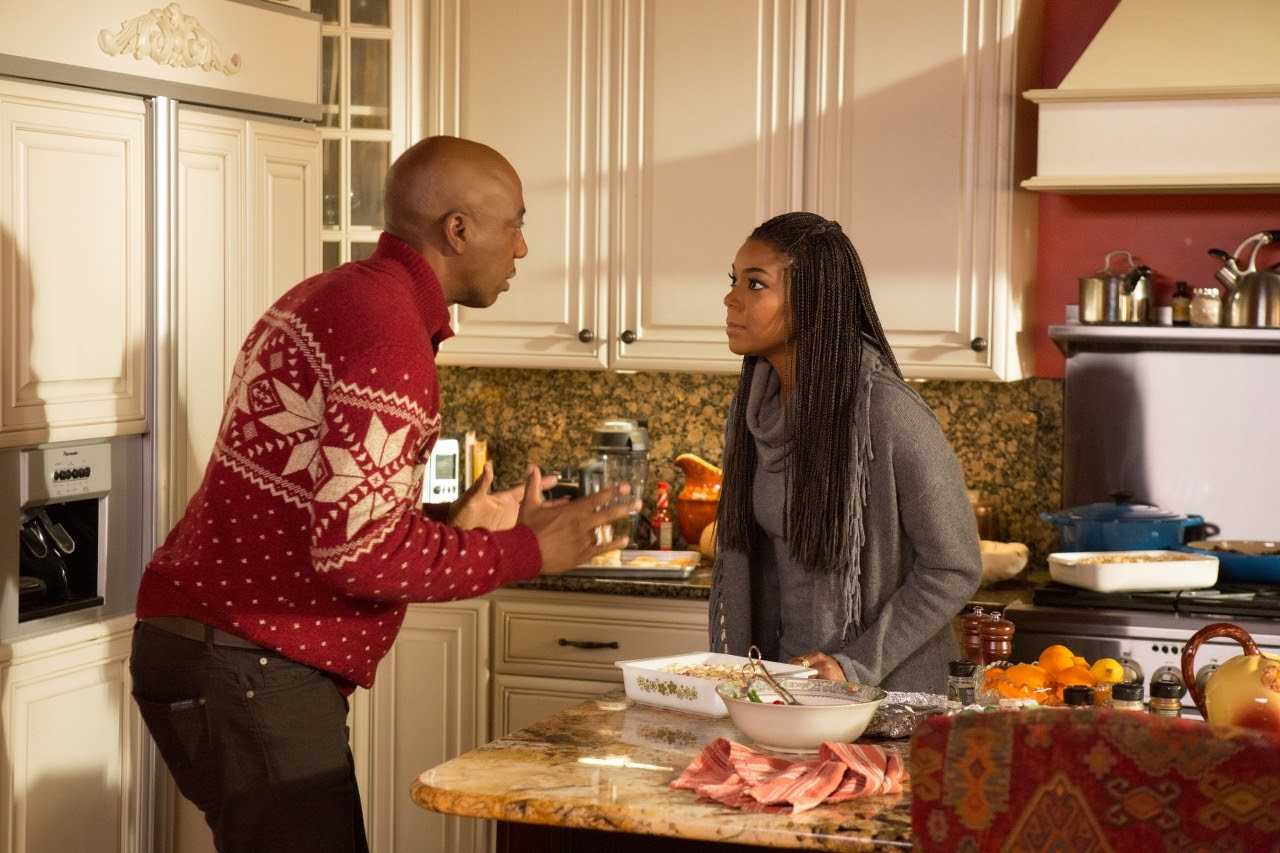 JB Smoove and Gabrielle Union in ALMOST CHRISTMAS. (Photo by Quantrell D. Colbert / courtesy of Universal Pictures).