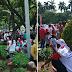 Para Peserta Parade Bhineka Tunggal Ika Tertangkap Kamera Sedang Menginjak Taman Kota