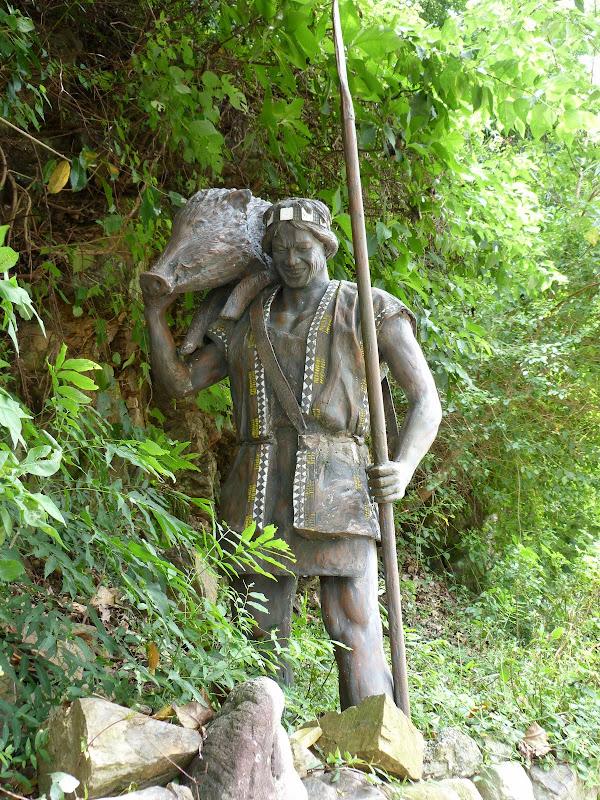 Puli  en passant , entre autres, par les villages de l ethnie Bunum de Loloko et Dili. J 10 - P1160955.JPG